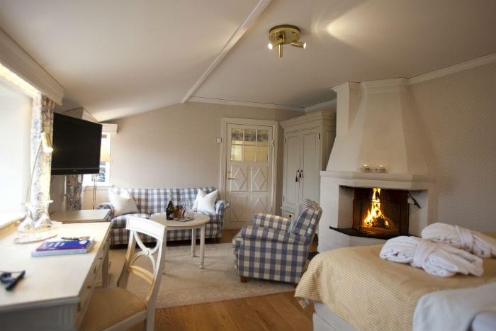 Öppen spis och bubbelbad på rummet - bo bra på hotellrum i Tällberg