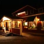 Tällbergsgården exteriör på kvällen